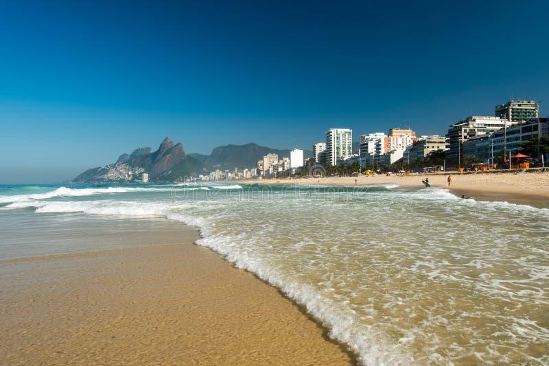 Κύματα στην παραλία Ipanema στοκ φωτογραφία