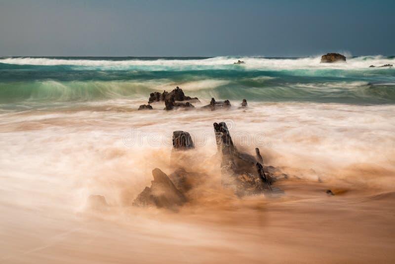 Κύματα Praia do Castelejo - μακροχρόνια έκδοση eposure στοκ εικόνες με δικαίωμα ελεύθερης χρήσης