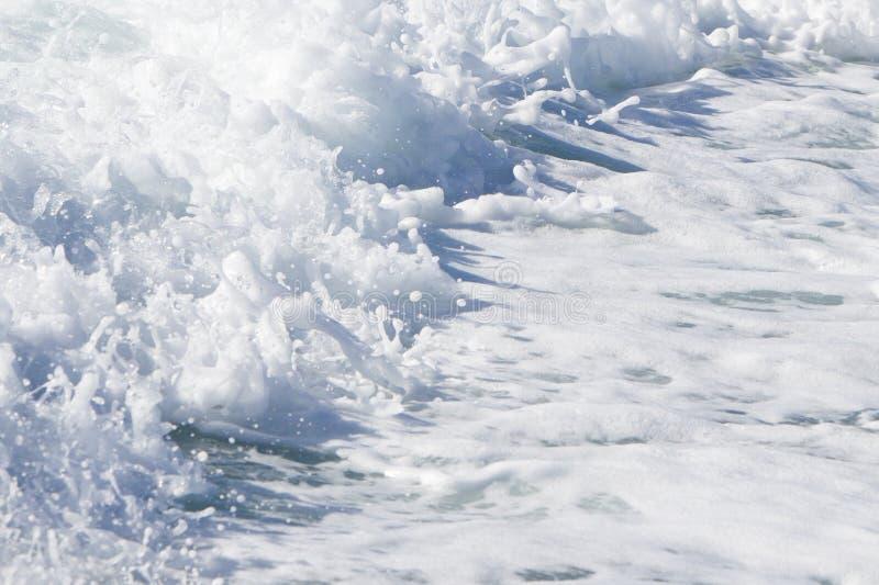 Κύμα ενός σκάφους πορθμείων στον ανοικτό ωκεανό στοκ φωτογραφίες