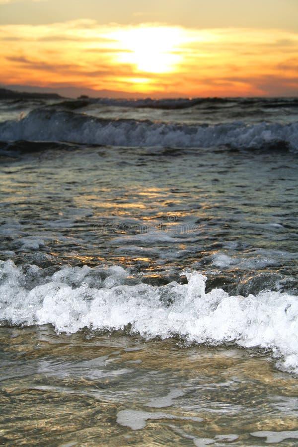 κύμα ηλιοβασιλέματος στοκ φωτογραφία με δικαίωμα ελεύθερης χρήσης