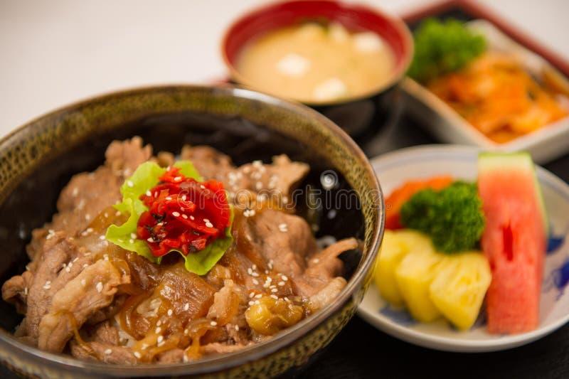 κύπελλο ρυζιού χοιρινού κρέατος με το αυγό στοκ φωτογραφία με δικαίωμα ελεύθερης χρήσης