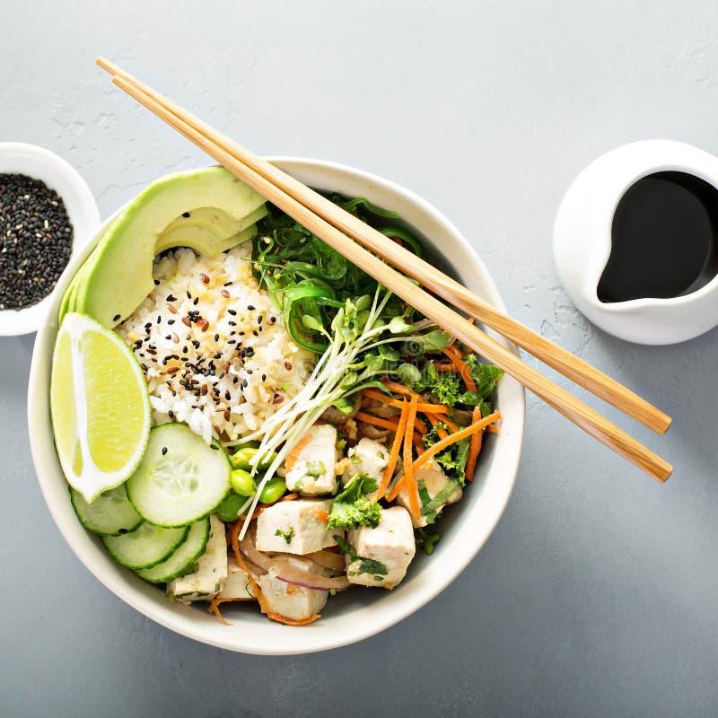 Κύπελλο σπρωξίματος με silken tofu, το ρύζι και τα λαχανικά στοκ εικόνες