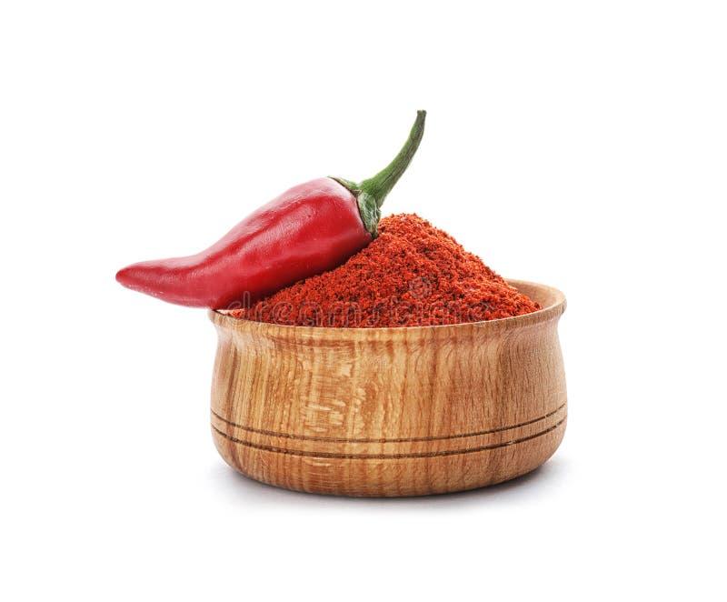 Κύπελλο της σκόνης πιπεριών τσίλι και του φρέσκου λαχανικού στοκ φωτογραφίες