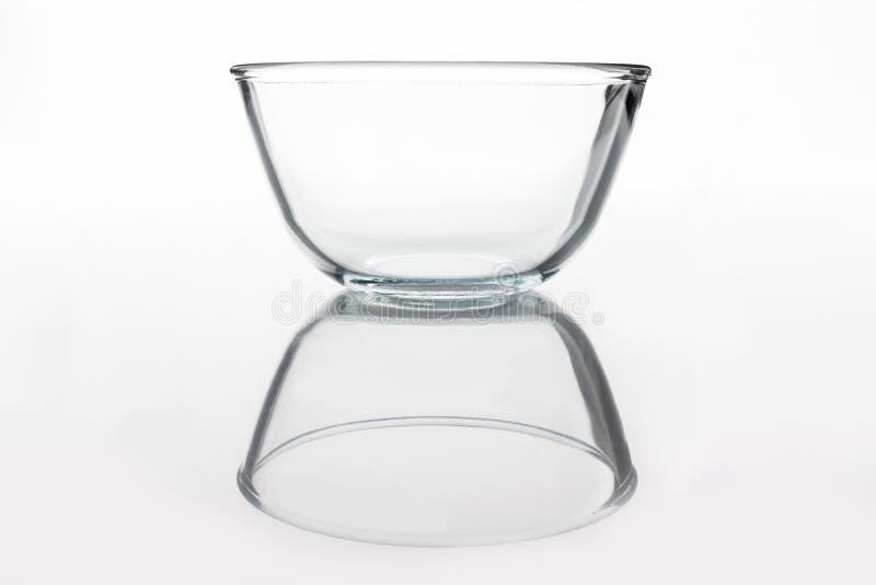 Κύπελλο γυαλιού από την πλευρά με την αντανάκλαση στοκ εικόνες