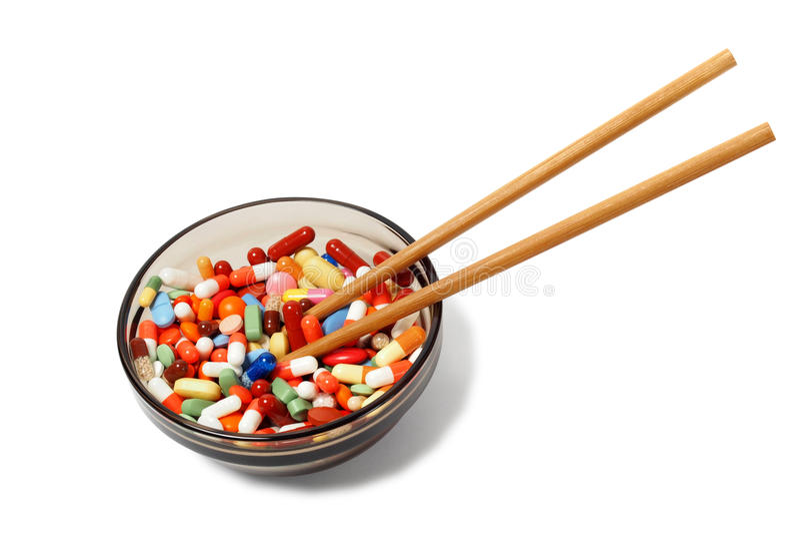 Κύπελλο με τα φάρμακα και chopsticks στοκ εικόνες