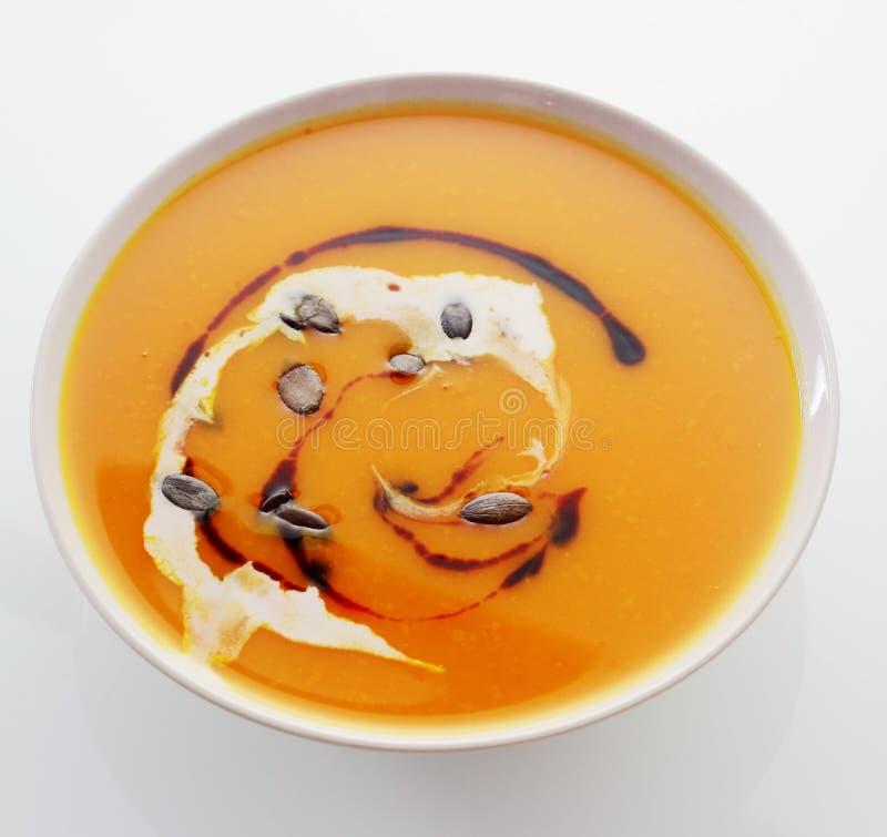Κύπελλο της κρεμώδους κολοκύθας ή butternut της σούπας στοκ εικόνες