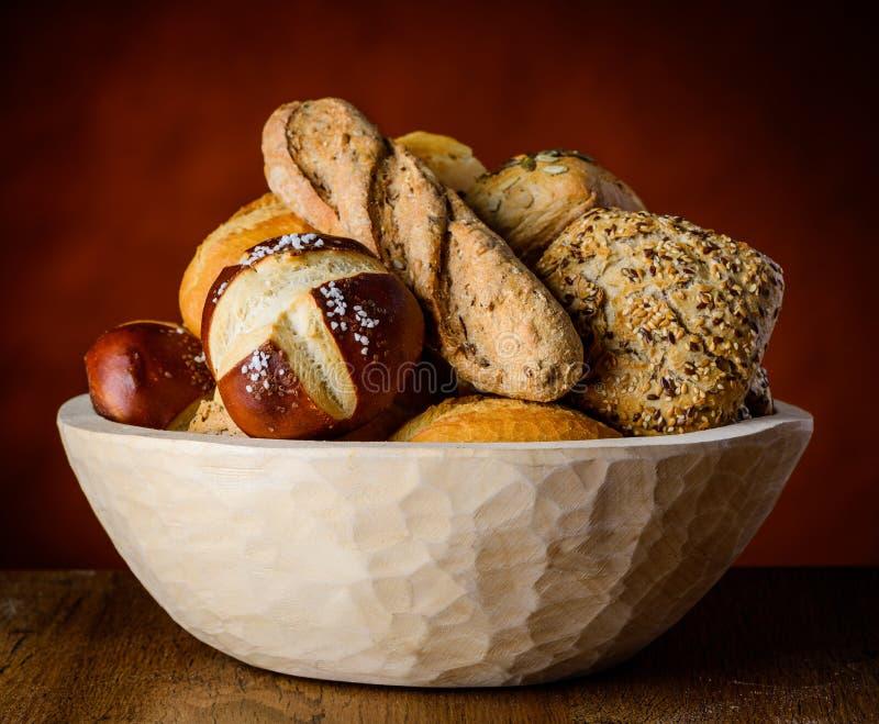 Κύπελλο του ψωμιού και του κουλουριού στοκ εικόνα με δικαίωμα ελεύθερης χρήσης