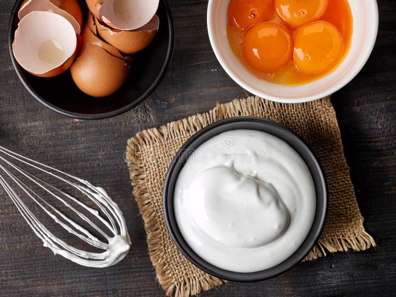 Κύπελλο των κτυπημένων λευκών αυγών στοκ φωτογραφίες με δικαίωμα ελεύθερης χρήσης