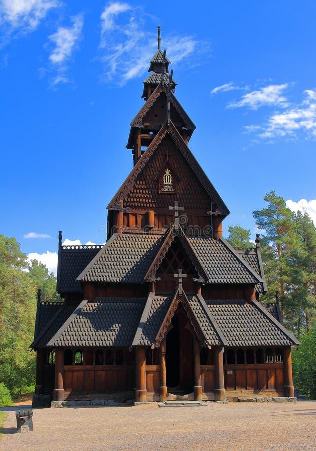 Κύρια άποψη της εκκλησίας Gol, μια σανίδων πόλη Gol εκκλησιών αρχικά ενσωματωμένη, αλλά τώρα τοποθετημένος στο νορβηγικό μουσείο  στοκ εικόνες