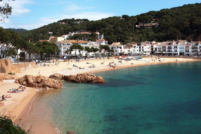 Κύρια άποψη της παραλίας και του χωριού Tamariu Αυτό είναι ένα από τα πιό θαυμάσια σημεία της ισπανικής μεσογειακής παραλίας στοκ φωτογραφία με δικαίωμα ελεύθερης χρήσης