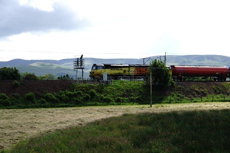 Κύρια γραμμή δυτικών ακτών κοντά στο παλαιό σπίτι σταθμών, Beattock, Σκωτία στοκ εικόνα με δικαίωμα ελεύθερης χρήσης