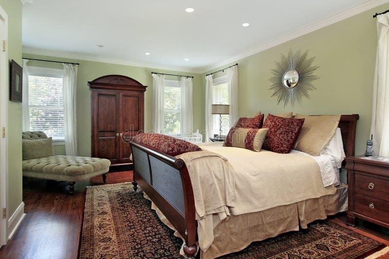 Κύρια κρεβατοκάμαρα με τους πράσινους τοίχους στοκ εικόνες