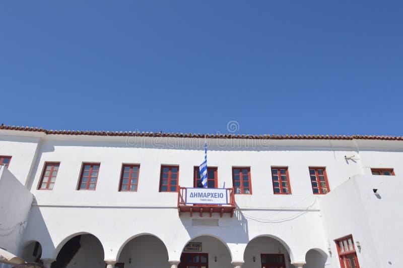 Κύρια πρόσοψη του Δημαρχείου Chora στο νησί της Μυκόνου Τα τοπία αρχιτεκτονικής ταξιδεύουν τις κρουαζιέρες στοκ φωτογραφίες με δικαίωμα ελεύθερης χρήσης