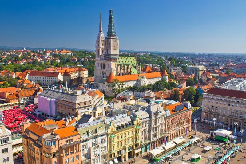 Κύρια πλατεία του Ζάγκρεμπ και εναέρια άποψη καθεδρικών ναών στοκ εικόνες