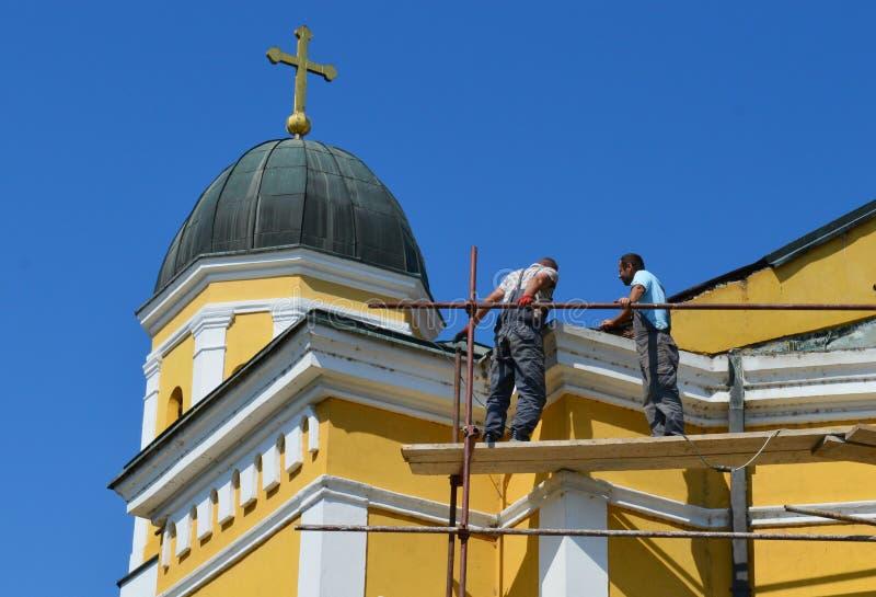 κύριες επισκευές η στέγη της εκκλησίας στοκ φωτογραφία με δικαίωμα ελεύθερης χρήσης