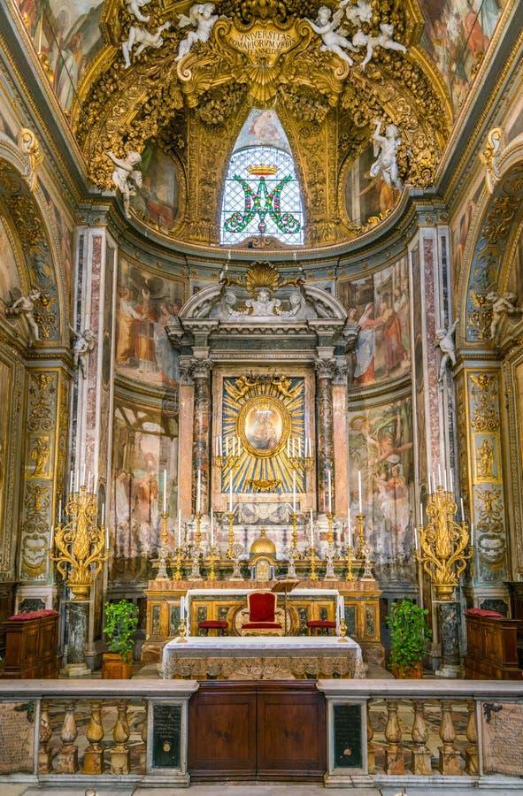 Κύριος βωμός στην εκκλησία της κοιλάδας ` Orto της Σάντα Μαρία, στη Ρώμη, Ιταλία στοκ εικόνες