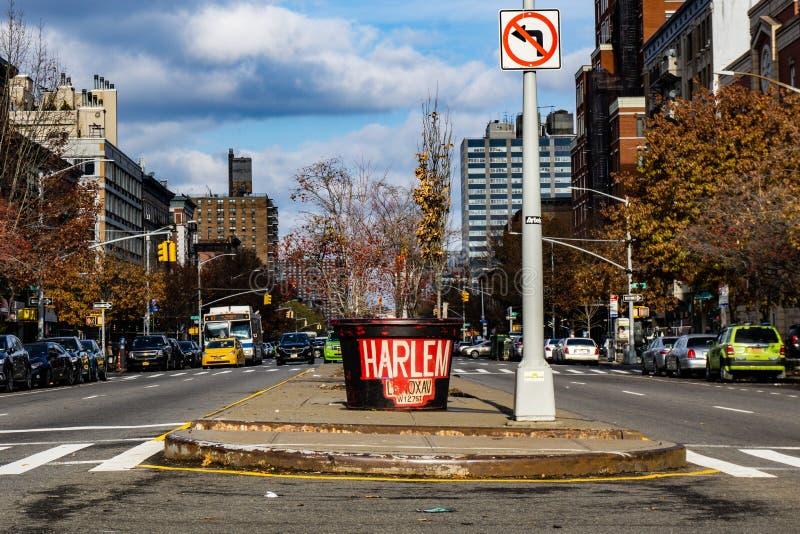 Κύριος δρόμος Harlem με την εγγραφή στοκ εικόνα με δικαίωμα ελεύθερης χρήσης