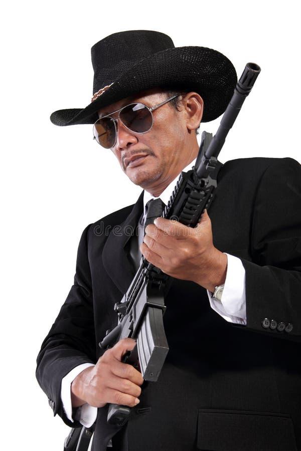 Κύριος με ένα πυροβόλο όπλο, που απομονώνεται στο λευκό στοκ εικόνες