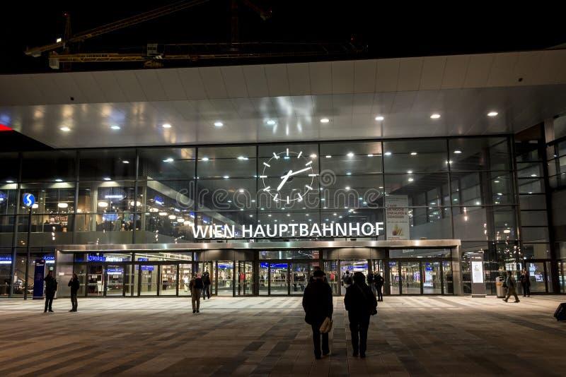 Κύριος σιδηροδρομικός σταθμός της Βιέννης - βράδυ στοκ φωτογραφία