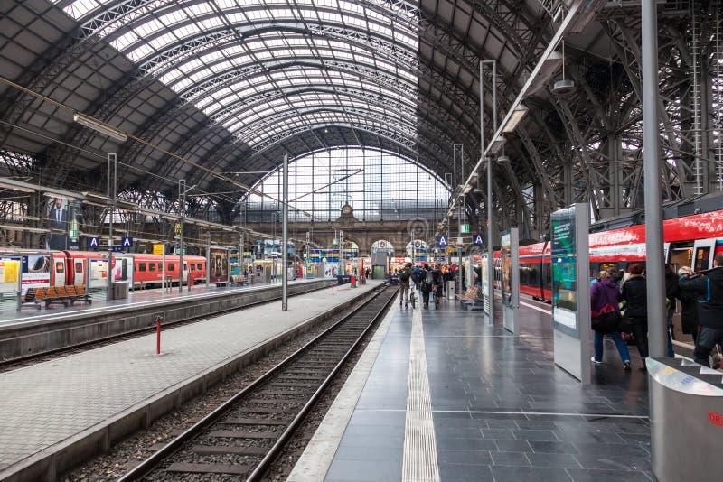 Κύριος σταθμός τρένου στον κεντρικό αγωγό της Φρανκφούρτης στοκ εικόνα με δικαίωμα ελεύθερης χρήσης