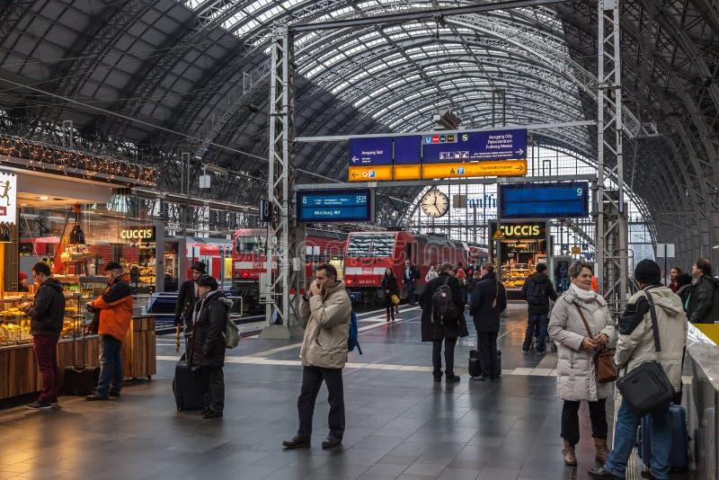 Κύριος σταθμός τρένου στον κεντρικό αγωγό της Φρανκφούρτης στοκ φωτογραφίες