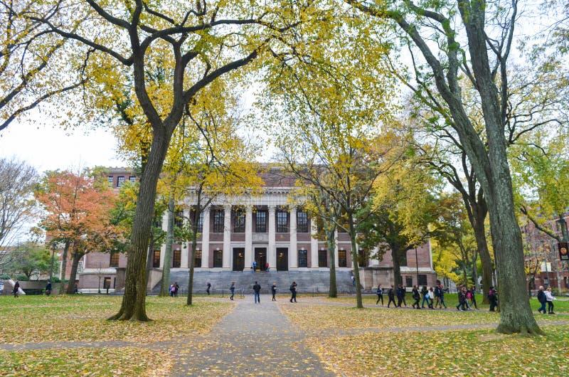 Κύριο άρθρο: Βοστώνη, Μασαχουσέτη/ΗΠΑ, στις 6 Νοεμβρίου 2017 Πανεπιστήμιο του Χάρβαρντ, στο Καίμπριτζ, Μασαχουσέτη στοκ εικόνες με δικαίωμα ελεύθερης χρήσης