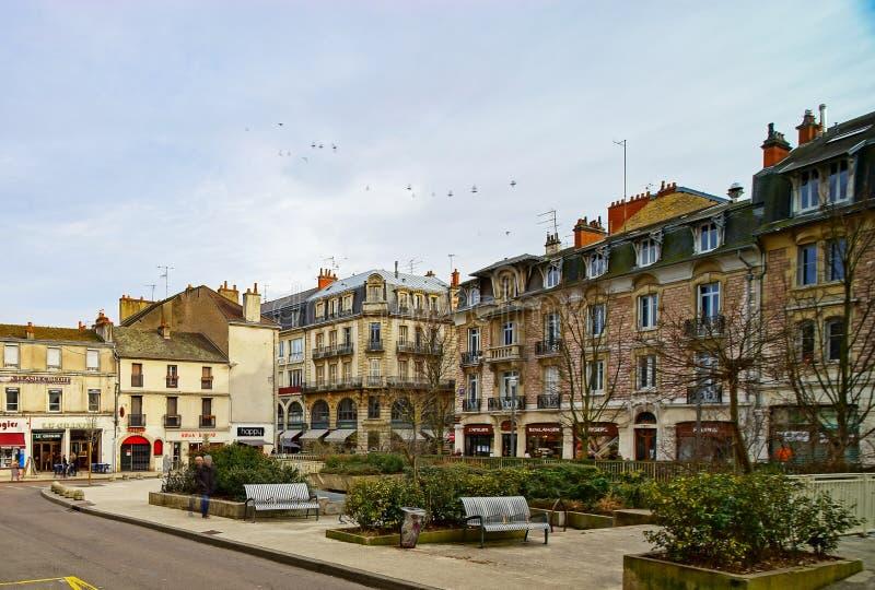 Κύριο άρθρο: Στις 9 Μαρτίου 2018: Ντιζόν, Γαλλία Άποψη οδών, ηλιόλουστη ημέρα στοκ εικόνες