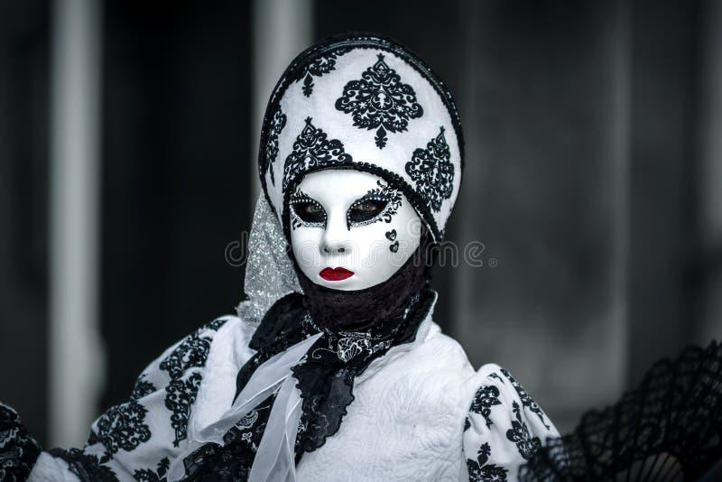 Κύριο άρθρο, στις 4 Μαρτίου 2017: Rosheim, Γαλλία: Ενετική μάσκα καρναβαλιού στοκ φωτογραφία