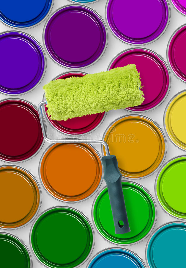 Κύλινδρος χρωμάτων στους κασσίτερους χρωμάτων στοκ φωτογραφία με δικαίωμα ελεύθερης χρήσης