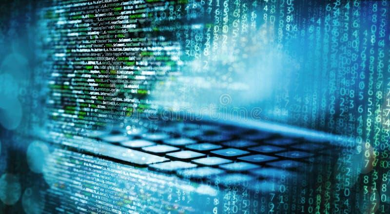 Κώδικας προγραμματισμού με τον υπολογιστή και τη μήτρα στοκ εικόνα με δικαίωμα ελεύθερης χρήσης