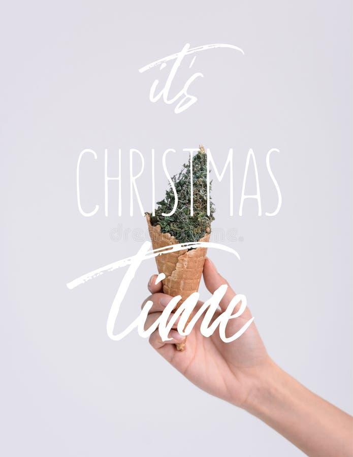 κώνος παγωτού με το χριστουγεννιάτικο δέντρο διανυσματική απεικόνιση