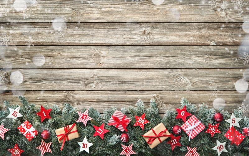 Κλάδοι δέντρων του FIR με τα ημερολογιακά αστέρια εμφάνισης και τα κιβώτια δώρων στοκ εικόνες με δικαίωμα ελεύθερης χρήσης