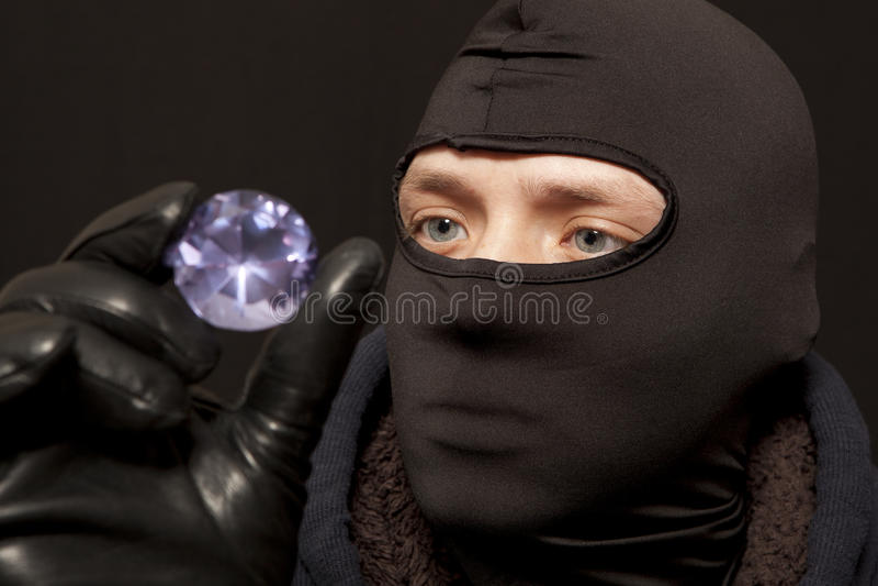 Κλέφτης με ένα μεγάλο διαμάντι στοκ εικόνες