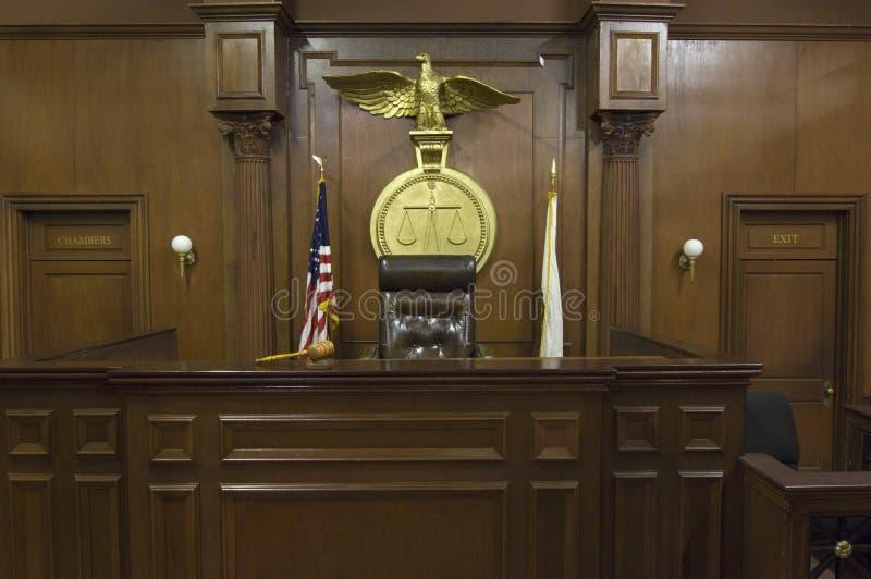 Κλίμακες πίσω από την έδρα του δικαστή στοκ φωτογραφία