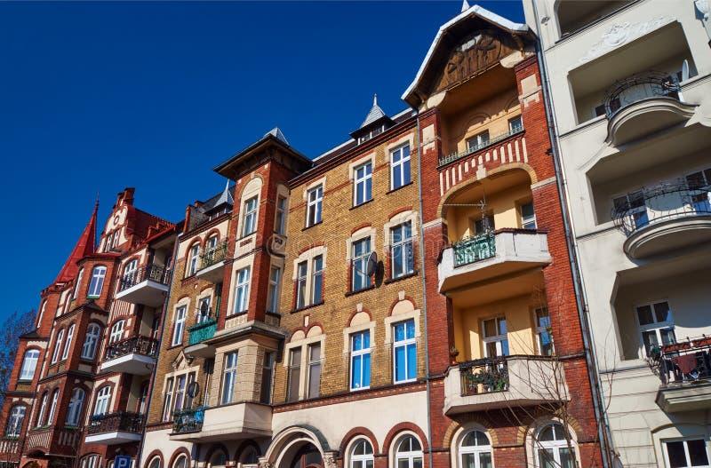 Κλίνκερ στις προσόψεις των κτηρίων Nouveau τέχνης στοκ φωτογραφία με δικαίωμα ελεύθερης χρήσης