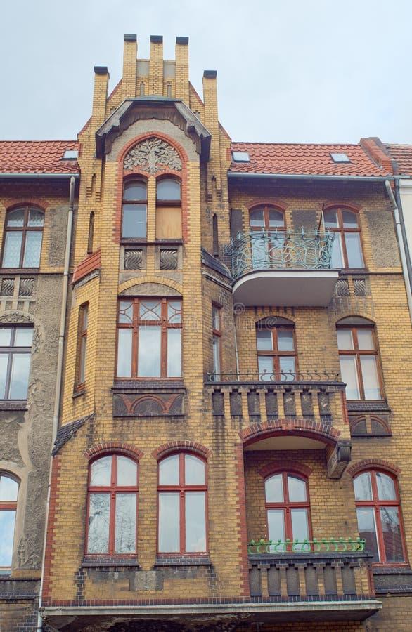 Κλίνκερ στις προσόψεις των κτηρίων Nouveau τέχνης στοκ εικόνες με δικαίωμα ελεύθερης χρήσης