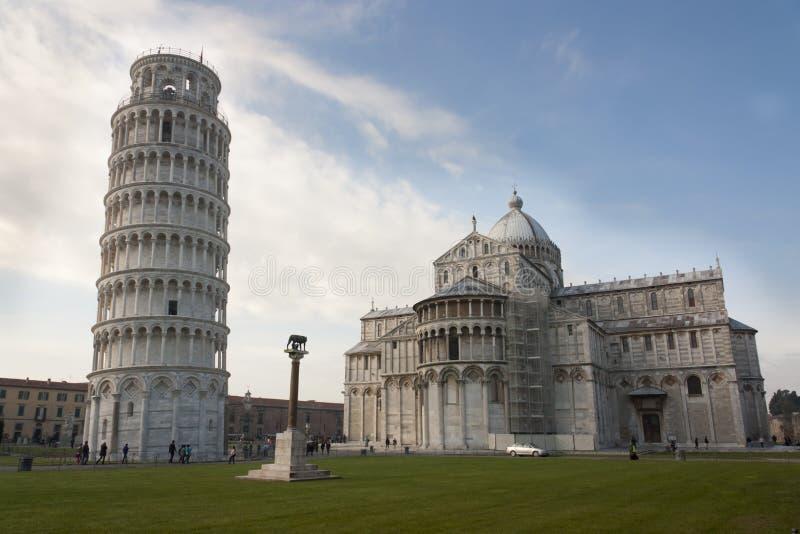 Κλίνοντας πύργος της Πίζας, του λύκου Πίζα, Romulus, Remus και Capitoline Di Duomo στοκ εικόνα με δικαίωμα ελεύθερης χρήσης