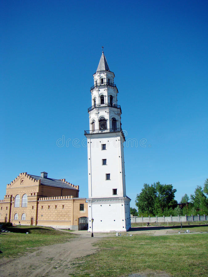 Κλίνοντας πύργος Neviansk, ένας ιστορικός αιώνας pamyatnik18 στοκ φωτογραφία