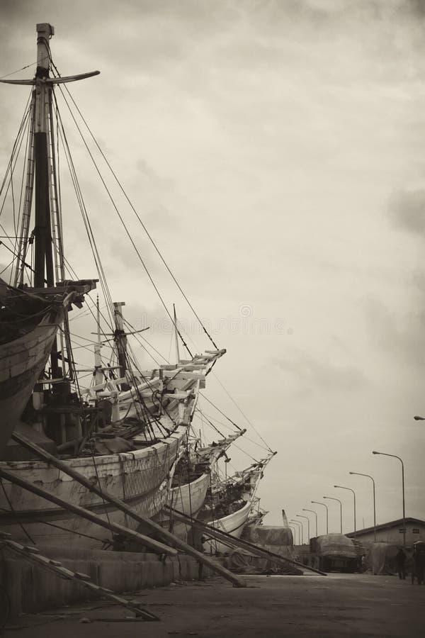Κλίνοντας σκάφος ξυλείας στοκ εικόνες με δικαίωμα ελεύθερης χρήσης