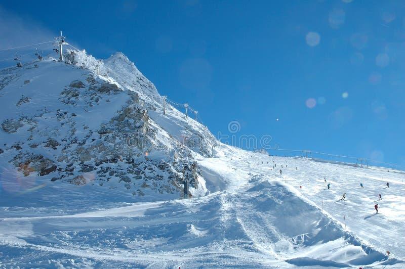 Κλίση και ανελκυστήρας σκι στον παγετώνα Hintertux στοκ φωτογραφία με δικαίωμα ελεύθερης χρήσης