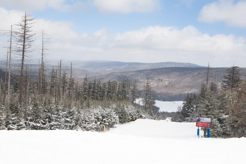 Κλίση σκι στο βουνό πλεγμάτων σχήματος ρακέτας, δυτική Βιρτζίνια στοκ εικόνα με δικαίωμα ελεύθερης χρήσης