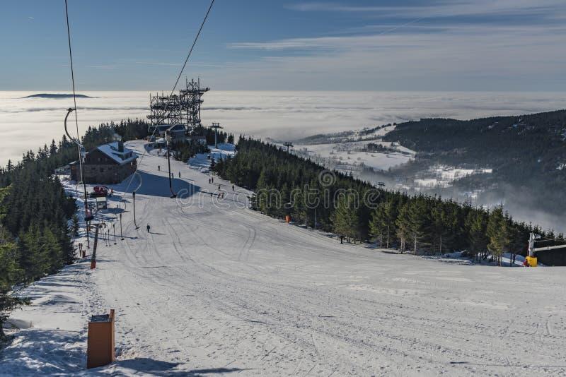 Κλίση σκι στο χωριό Dolni Morava στοκ φωτογραφία