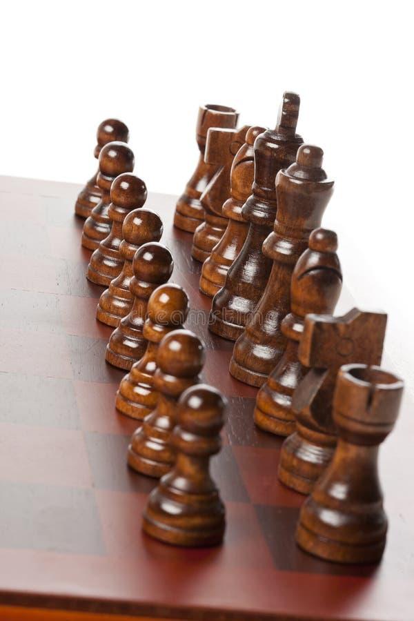 Κλασική ξύλινη σκακιέρα με τα κομμάτια σκακιού στοκ φωτογραφία με δικαίωμα ελεύθερης χρήσης