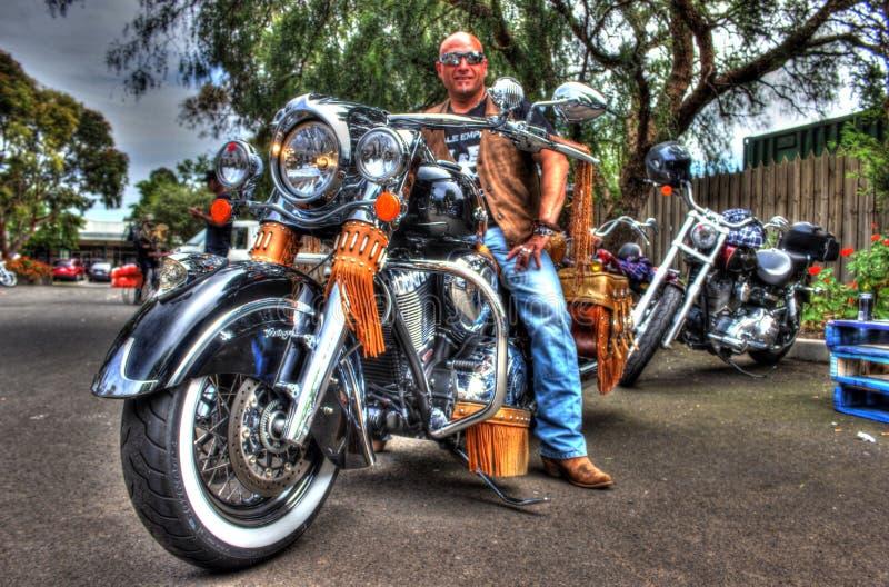 Κλασικοί αμερικανικοί ινδικοί μοτοσικλέτα και αναβάτης στοκ φωτογραφία