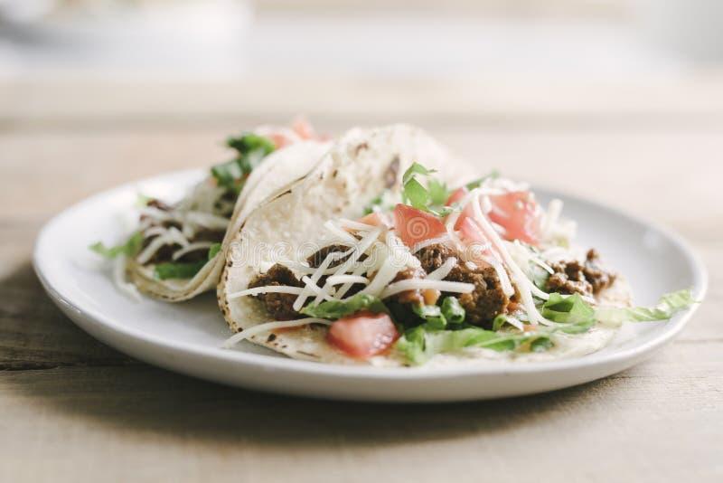 Κλασικό αμερικανικό βόειο κρέας μαλακό Tacos στοκ φωτογραφία με δικαίωμα ελεύθερης χρήσης