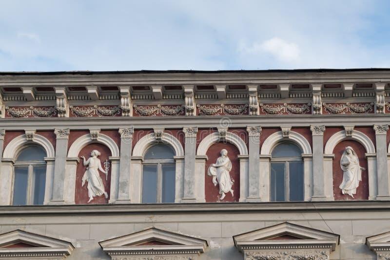 Κλασικό αρχιτεκτονικό κτήριο ύφους σε Brasov, Ρουμανία, Τρανσυλβανία, Ευρώπη στοκ εικόνες με δικαίωμα ελεύθερης χρήσης
