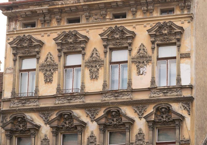 Κλασικό αρχιτεκτονικό κτήριο ύφους σε Brasov, Ρουμανία, Τρανσυλβανία, Ευρώπη στοκ εικόνες