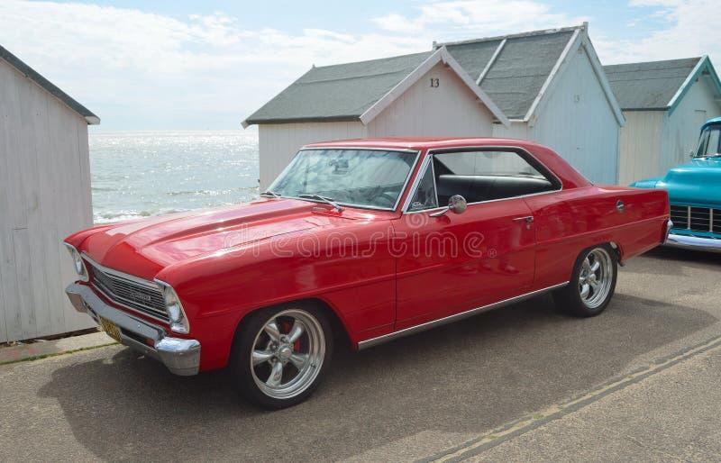 Κλασικό κόκκινο Chevrolet Chevy ΙΙ στοκ φωτογραφία