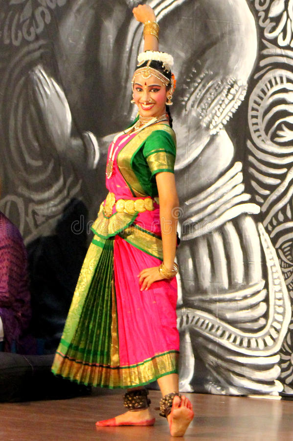 κλασσικός χορευτής Ινδό& στοκ εικόνες