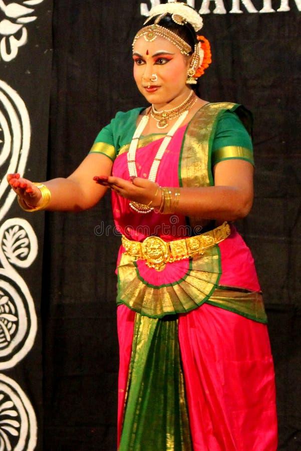 κλασσικός χορευτής Ινδό& στοκ εικόνες με δικαίωμα ελεύθερης χρήσης